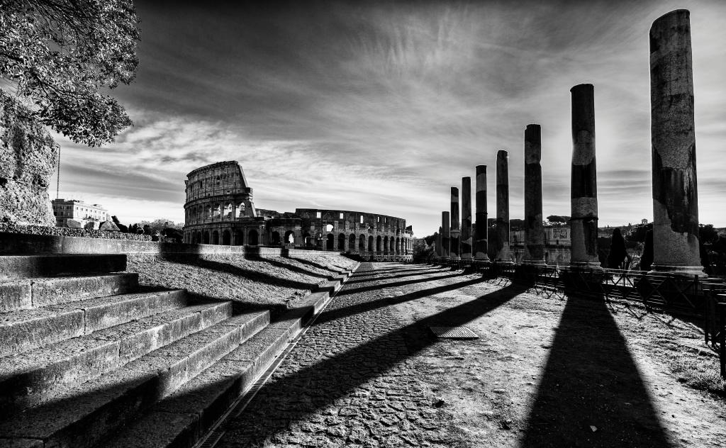 Stampe artistiche quadri e poster con colonne colosseo for Roma in bianco e nero