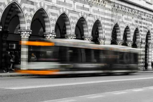 bus in movimento