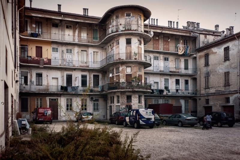 Stampe artistiche quadri e poster con abbandono citt for Metropoli in italia