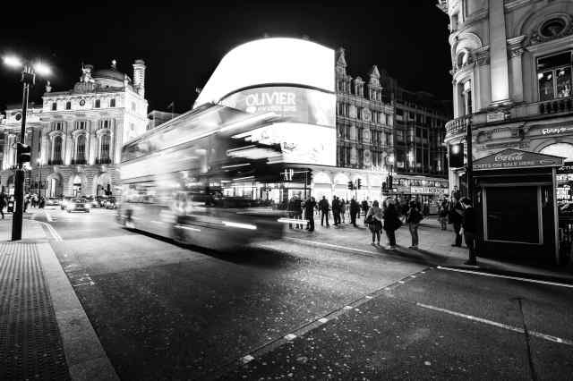 Modern print - Bus in Piccadilly Circus