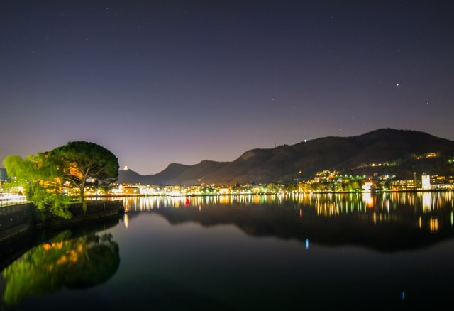 Como by night - La ci ttà si specchia