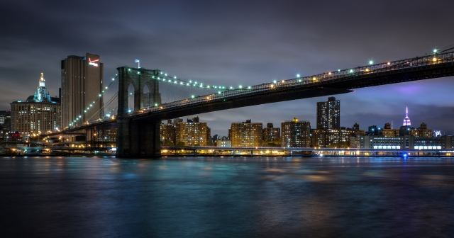 Brooklyn Bridge notturna