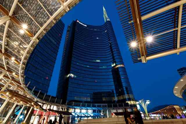 Milano - Torre Unicredit di sera