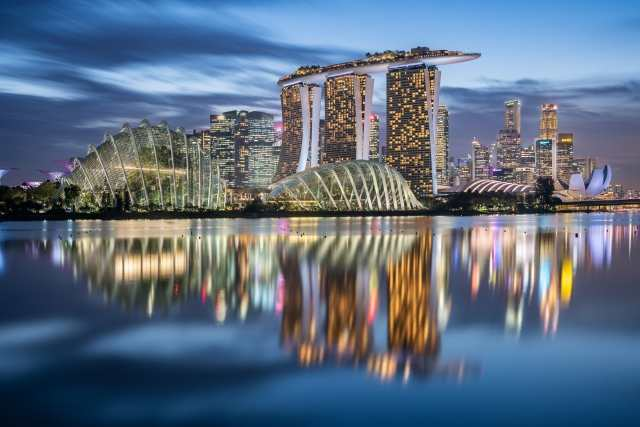 Lo skyline di Singapore all'ora blu