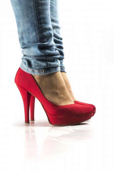 stampe artistiche quadri e poster con divertimento oggetti primi piani rosso scarpe scarpe da donna sexy sfondo bianco tacco tacco12 scarpe rosse tacco 12 scarpe rosse tacco 12